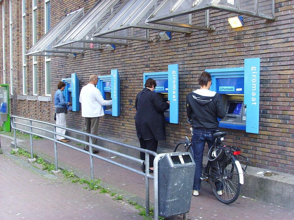 http://upload.wikimedia.org/wikipedia/commons/thumb/0/08/Geldautomaat_Potterstraat.jpg/1024px-Geldautomaat_Potterstraat.jpg