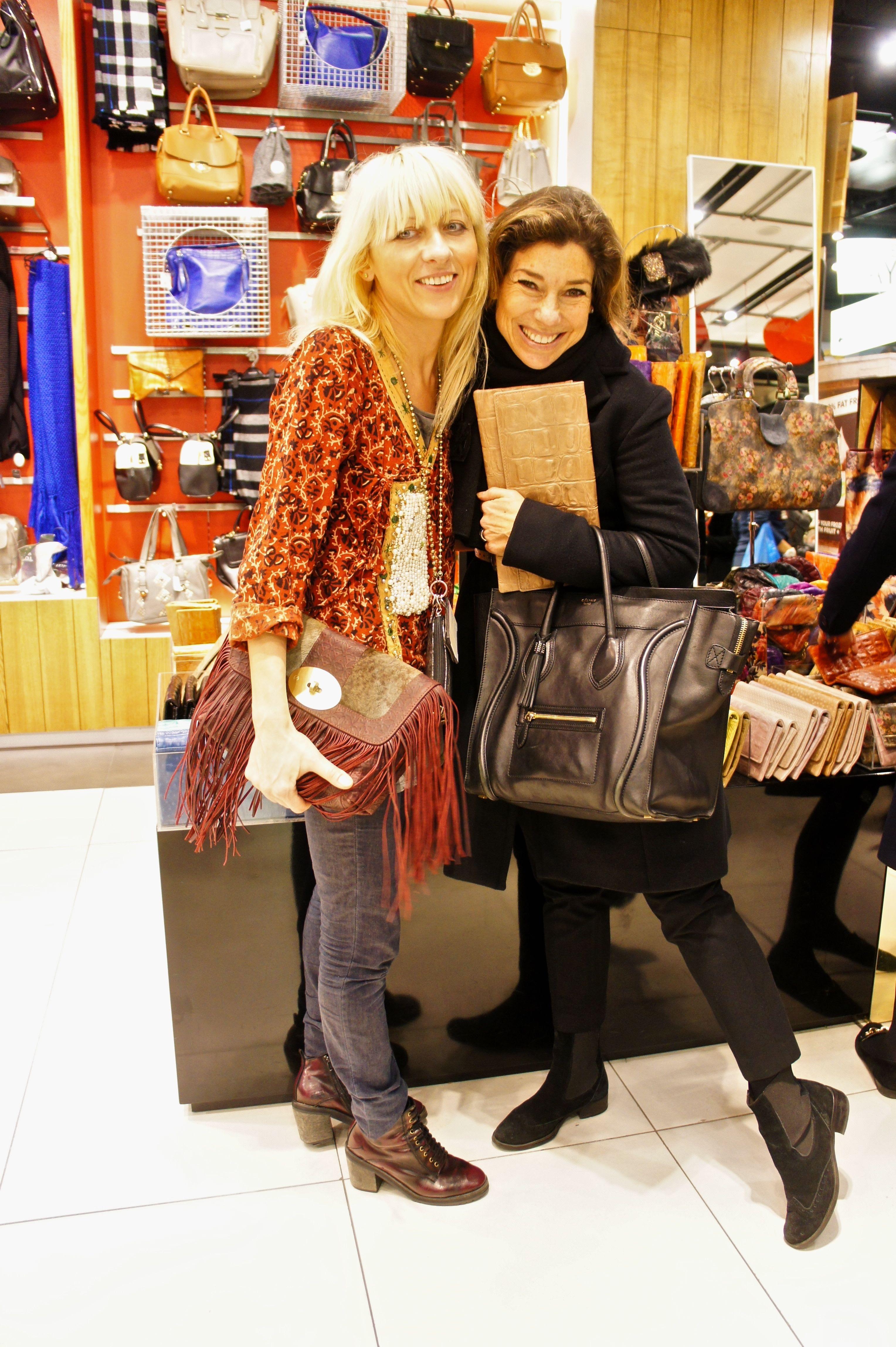 Etui é uma marca que faz bolsas e clutches lindos a ótimos preços!  Fica na Topshop.  Comigo está a estilista.