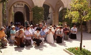 Christians praying in Jerusalem
