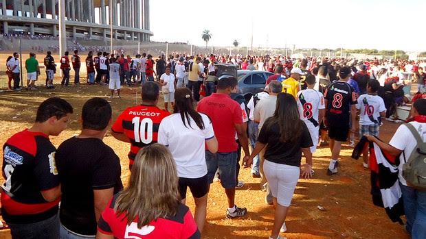 torcidas vasco e flamengo estádio mané garrincha brasileirão (Foto: Fabrício Marques)