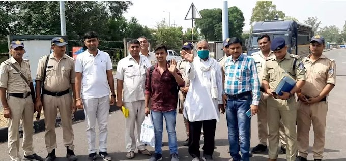 India repatriates two Pakistani nationals via Attari land border