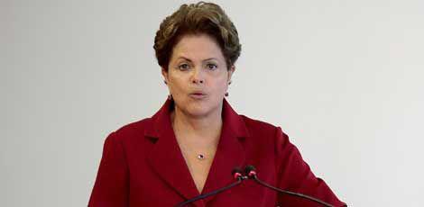 Denúncias de corrupção e crise econômica desgastam imagem da presidente / Wenderson Arapujo/AFP