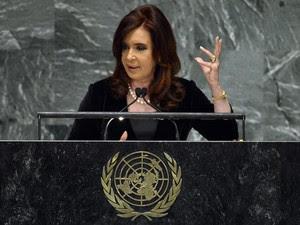 A presidente da Argentina, Cristina Kirchner, discursa na Assembleia Geral da ONU nesta terça-feira (25) (Foto: AFP)