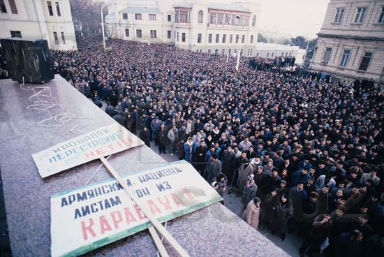 A rally in front of the Central Committee building, Baku. Photo: Victoria Ivleva