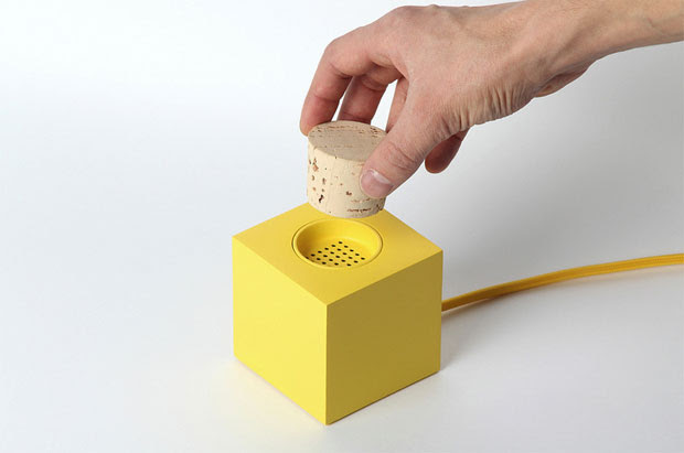 Prototype Plugg radio dabbles in DAB, lets you put a cork in it
