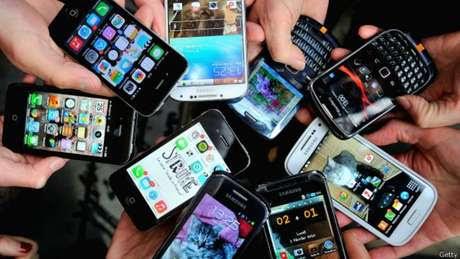 El celular nos presta un servicio invaluable. ¿Pero a qué precio? Foto: Getty Images