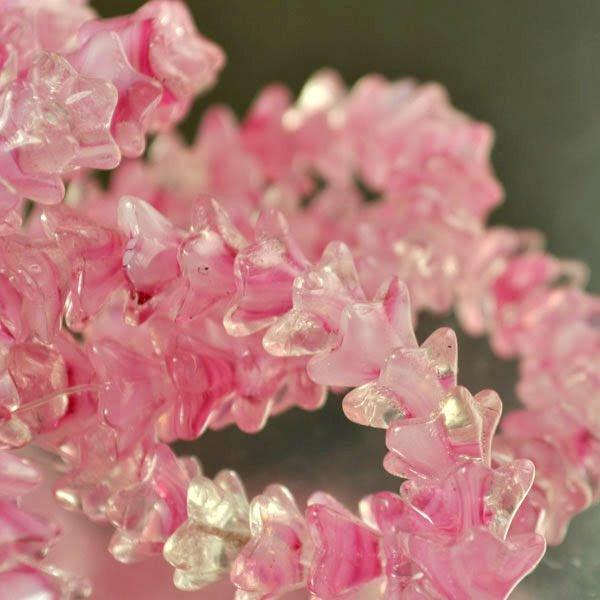 s20367 Glass Flowers - 9 x 5 mm Duckfoot Flowers - Rosewater (25)