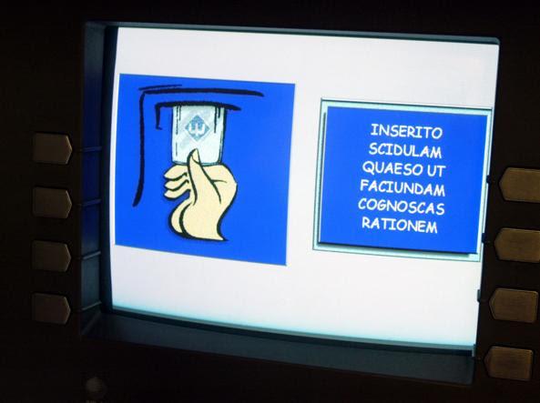 Il bancomat in latino all'interno dello Stato Vaticano