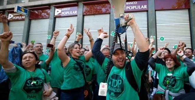 Activistas de la PAH durante una de sus protestas