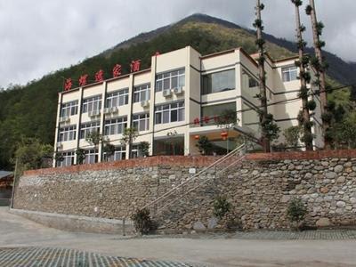Hailuogou Yijiawenquan Hotel Reviews