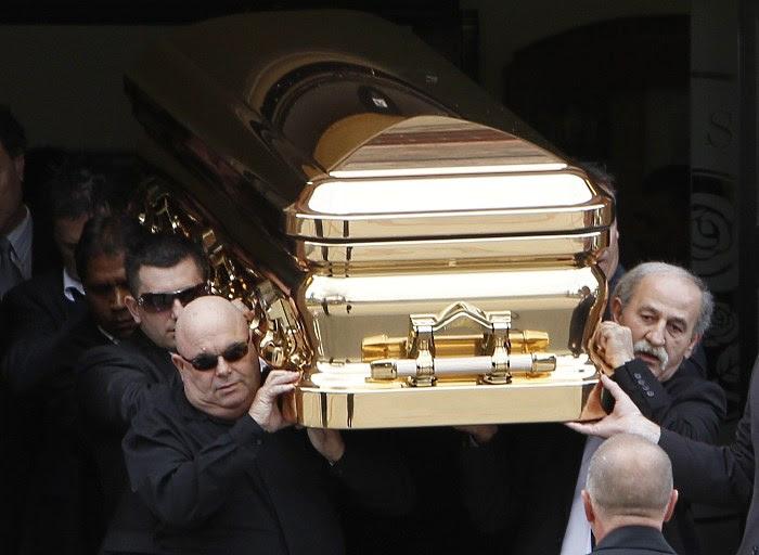 mafioso australiano carl williams é enterrado em caixao de ouro em  melbourne