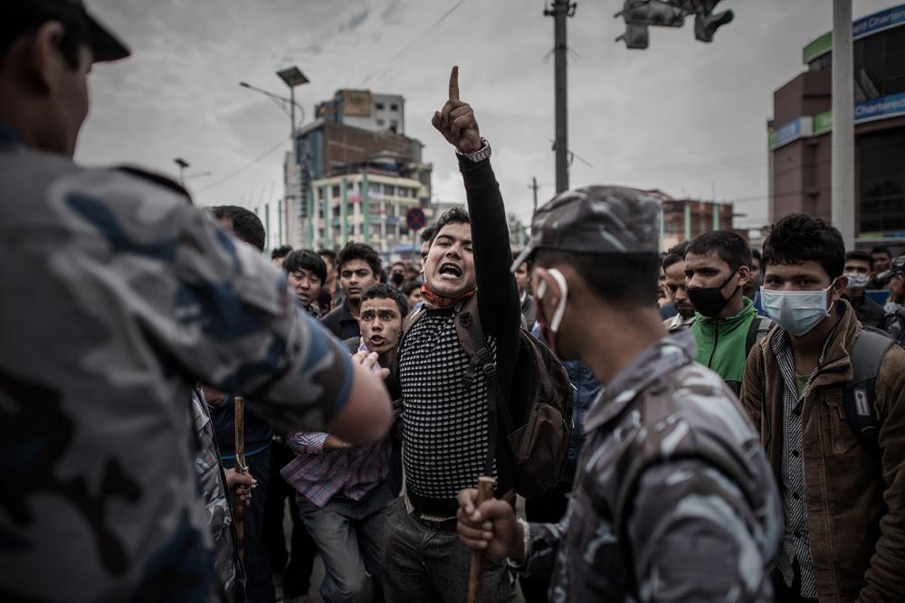 La protesta dei sopravvissuti al terremoto a Kathmandu, in Nepal, contro la mancanza di aiuti governativi per l'emergenza. - (Philippe Lopez, Afp)