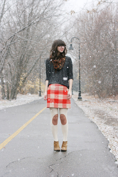 Camel-boutique-9-boots-dark-gray-urban-outfitters-sweater