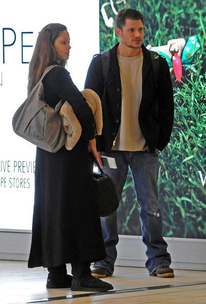 Nick Lachey Nick Lachey and Vanessa Minnillo spend the first day of the new year at Aeroporto di Firenze-Peretola, where they prepare to depart with Nick's brother, Drew and his wife, Lea.