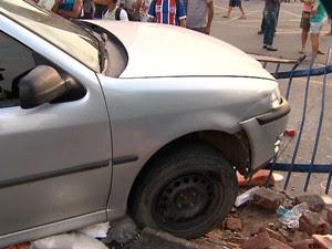 Crime e acidente no bairro de Itapuã, em Salvador (Foto: Reprodução/TV Bahia)