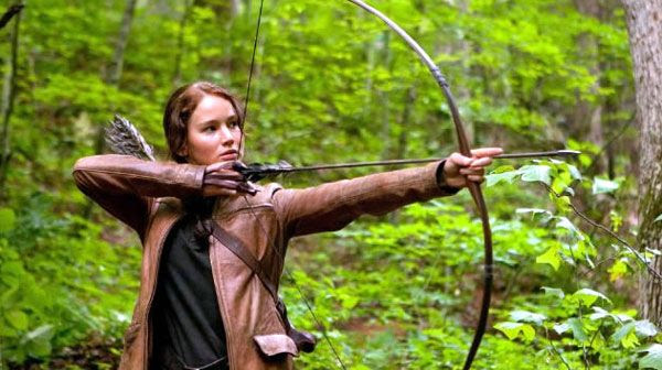 Katniss Everdeen (Jennifer Lawrence) takes part in a kill-or-be-killed competition in THE HUNGER GAMES.