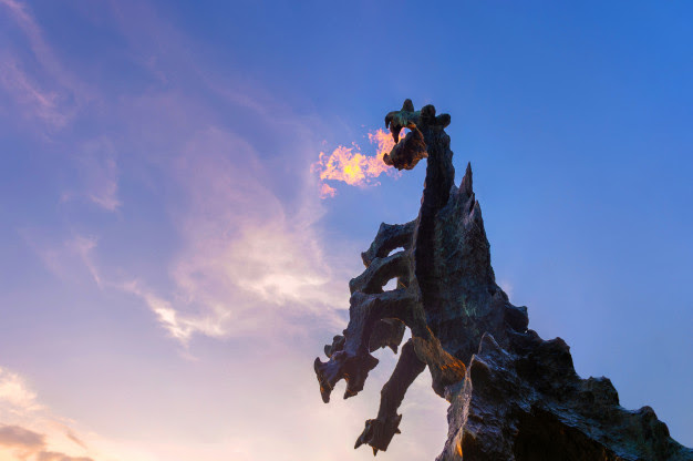 symbol-krakow-legendary-wawel-dragon-monument-made-stone-blowing-fire-out-his-mouth_149066-1210.jpg