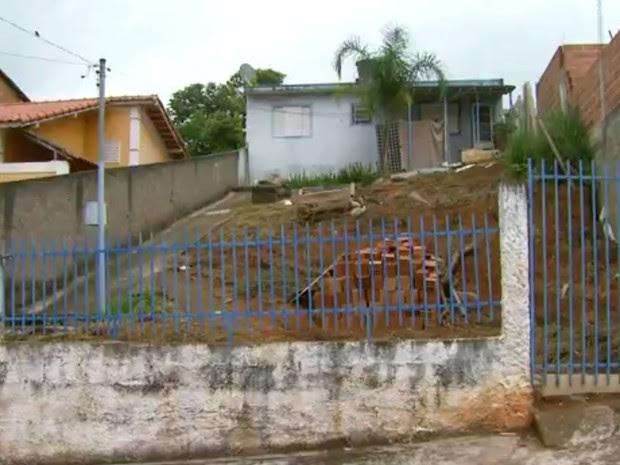 Bebê de apenas 7 meses morava nesta casa com os pais em São Lourenço (MG) (Foto: Reprodução EPTV)