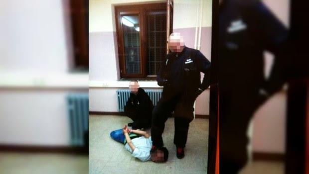 Guardias de seguridad de centro de refugiados filman abusos en contra de asilados