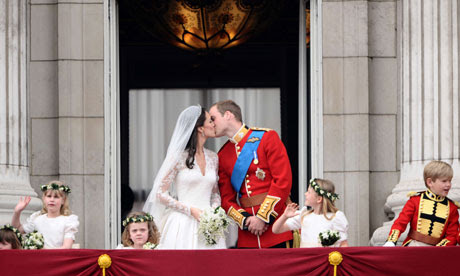 Royal Wedding Blog - William and Kate kiss