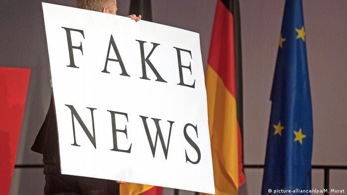Symbolbild Europa & Fake News (picture-alliance/dpa/M. Murat)