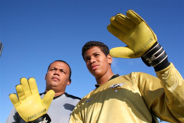 João Maria de Souza, com o filho Patrick e o sonho de ser goleiro