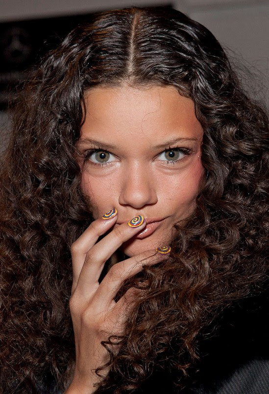Long Dark Brown Curly Hairstyles for Women - Hairstyles Weekly