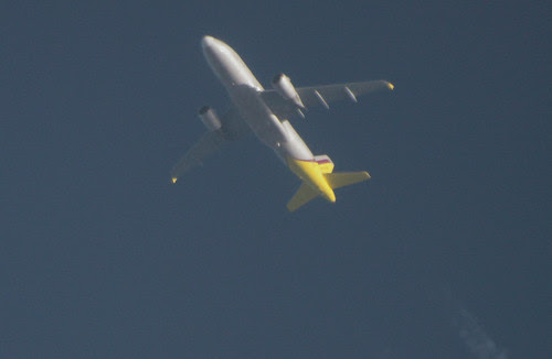 Germanwings Airbus A319 with contrails