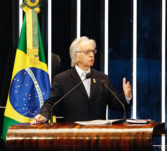 Senador Itamar Franco no plenário; ex presidente brasileiro morre aos 81 anos em São Paulo