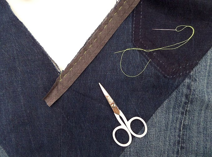 How To Sew A V Neck Binding : HOW TO SEW KNIT BINDING ON A V OR MITERED NECKLINE ... : Take the shirt, turn it inside out, and sew the pinned v into place with a basis stitch to connect the fabrics together.