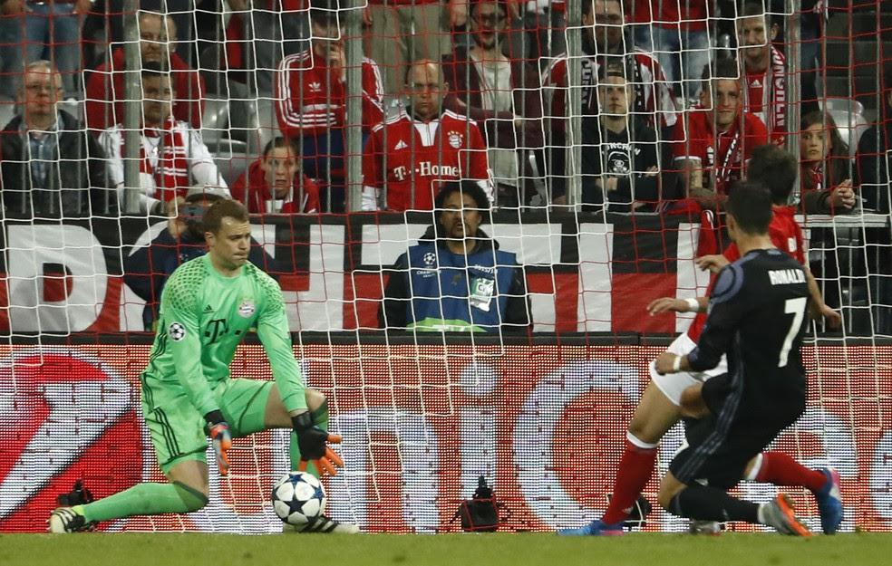 Cristiano Ronaldo conduziu virada do Real Madrid sobre o Bayern na Alemanha  (Foto: AFP)