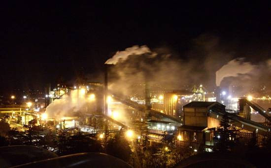 """Caro Operai Contro, carbone nei polmoni, ovvero antracosi, la malattia dei minatori, riscontrata a chi abita vicino alla Ferriera di Trieste. """"Le denunce arrivano anche da alcuni operai che dentro […]"""