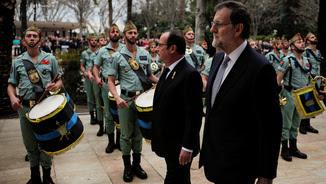 Rajoy i Hollande han passat revista a les tropes (Reuters)