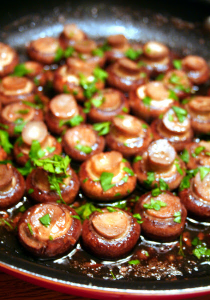 red wine and garlic mushrooms | drag it through the garden