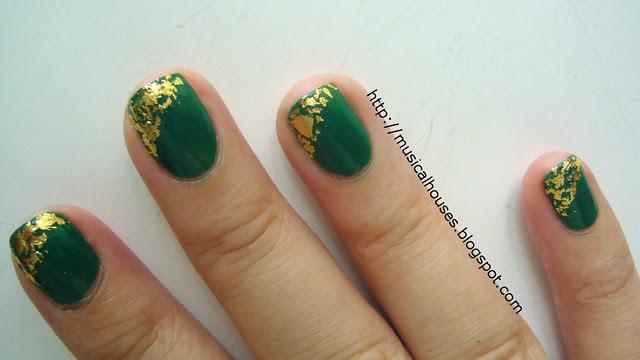 st patricks day nail art gold leaf 4