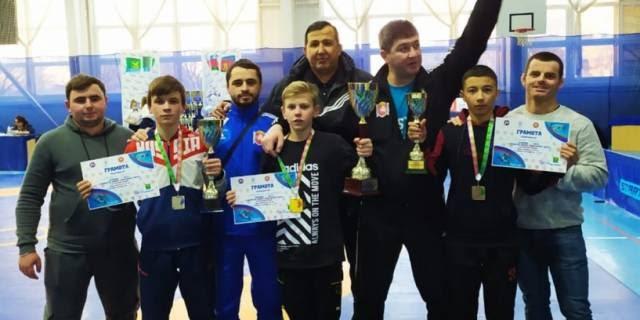 Юношеская сборная Крыма завоевала шесть медалей на первенстве ЮФО по вольной борьбе в Краснодарском крае