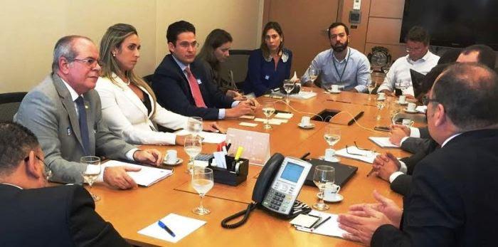 Deputados estaduais com Hildo Rocha, na sede do BNDEs