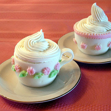 http://assets.archivhadas.es/system/highlights/images/4667/original_cupcake_cup_of_tea.jpg?1304964105