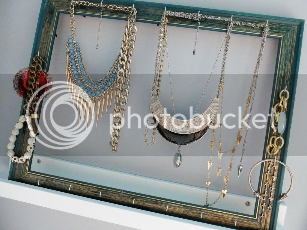 modest-mix-jewelry-frame-2