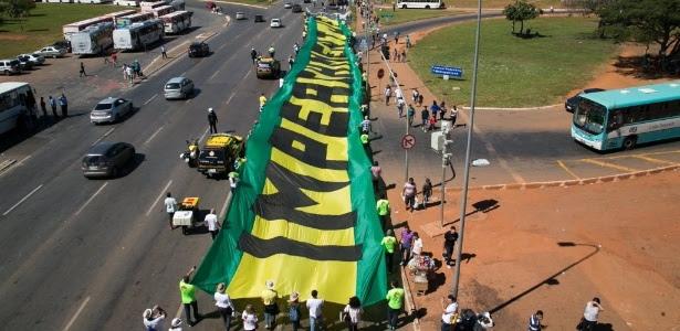 Integrantes do MBL (Movimento Brasil Livre) em protesto de maio de 2015 na Esplanada dos Ministérios, em Brasília