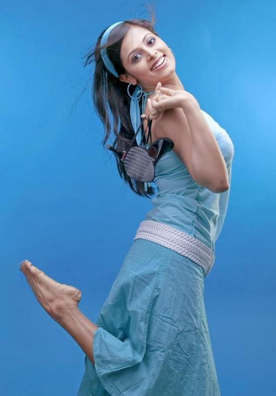sindhu menon latest hot photo shoot stills 04 Sindhu Menon Latest Hot Photo Shoot Stills