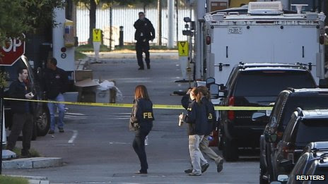 Investigators continue to work the scene at the Navy Yard two days after a gunman killed 12 people on 16 September 2013