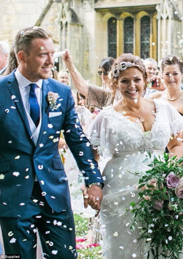 Casado: Em 2013, Johannah anunciou seu noivado com o doutor Dan Deakin e que o casal estava esperando gêmeos