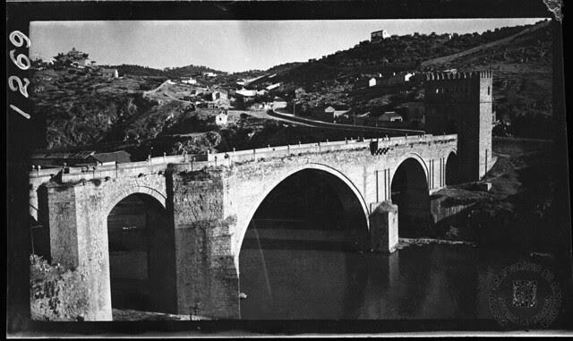 Puente de San Martín en 1933. Fotografía de Gonzalo de Reparaz Ruiz. © Institut Cartogràfic de Catalunya