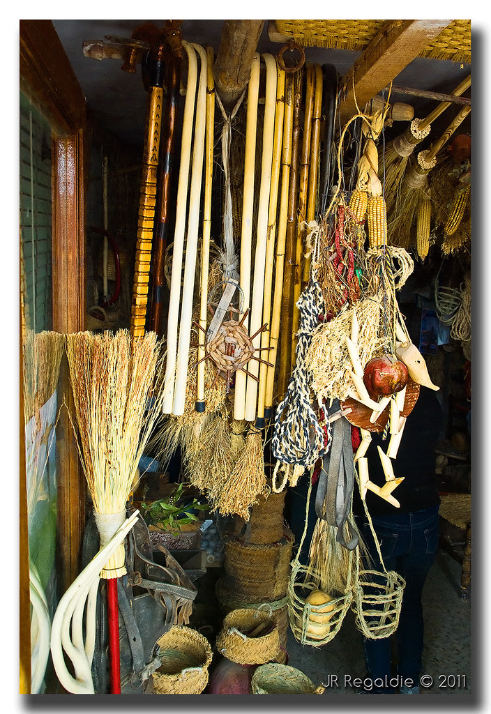 La tienda by JR Regaldie Photo