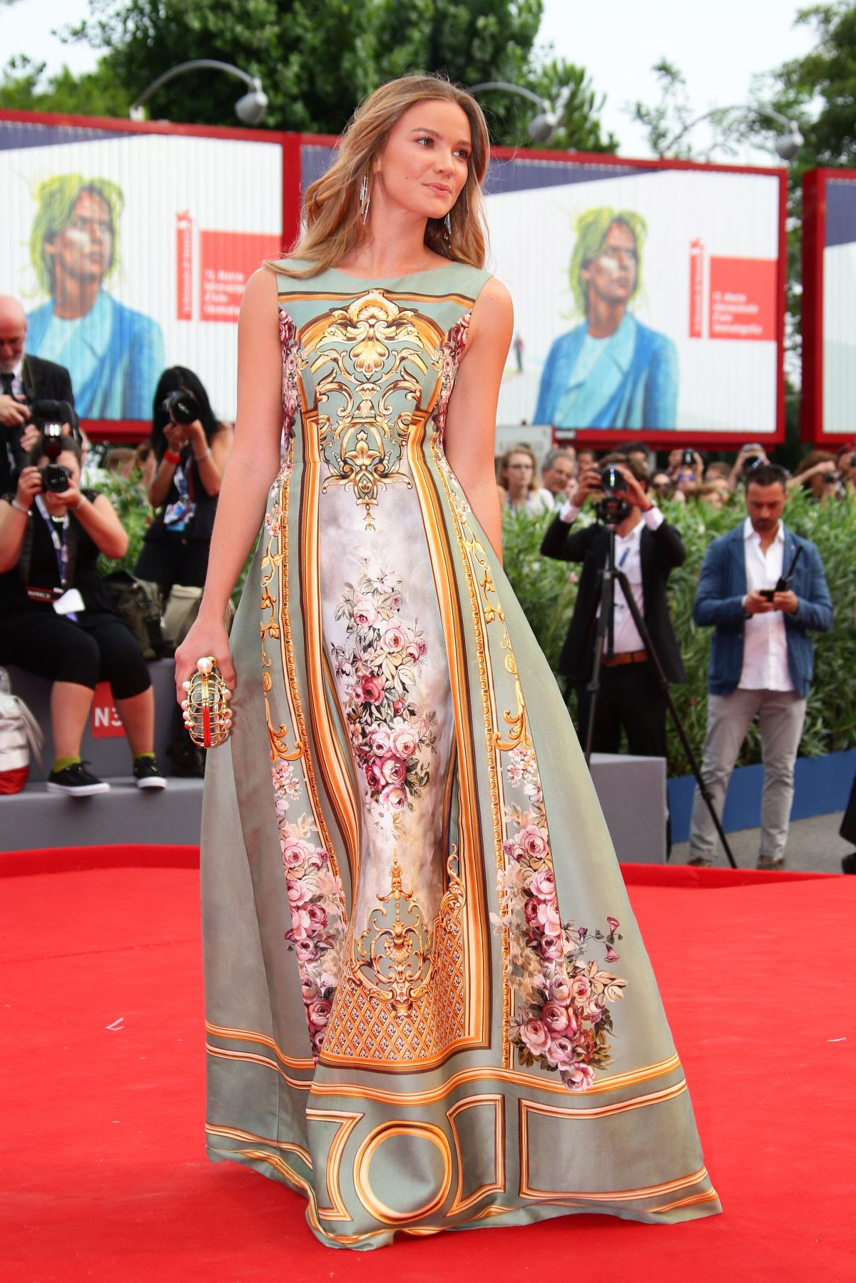 http://www.hawtcelebs.com/wp-content/uploads/2015/09/fiammetta-cicogna-at-everest-premiere-and-72nd-venice-film-festival-opening-ceremony_1.jpg
