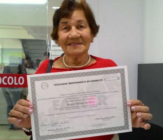Lavradora concluiu primeira faculdade aos 90 anos na BA (Foto: Blog do Anderson)