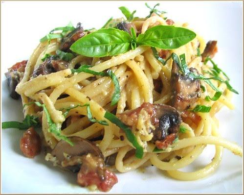 Spaghetti Carbonara with Basil and Mushrooms