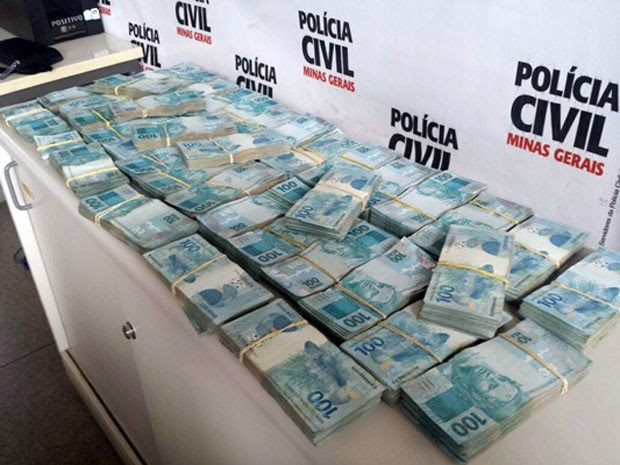 Suspeito afirma que esta é apenas parte da quantia furtada em 6 meses (Foto: Polícia Civil)