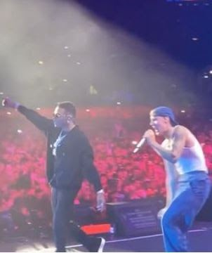 """Crowd go wild as Wizkid and Justin Bieber perform """"Essence"""" in America (Video)"""
